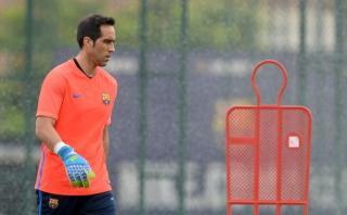 Bravo no entrenó en Barcelona a la espera de fichar por el City