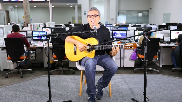 Pedro Guerra en una sesión acústica desde