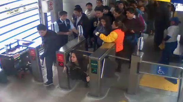 Una pasajera trató de pasar al Metropolitano sin pagar pasaje y su esposo agredió a un orientador. (Difusión)