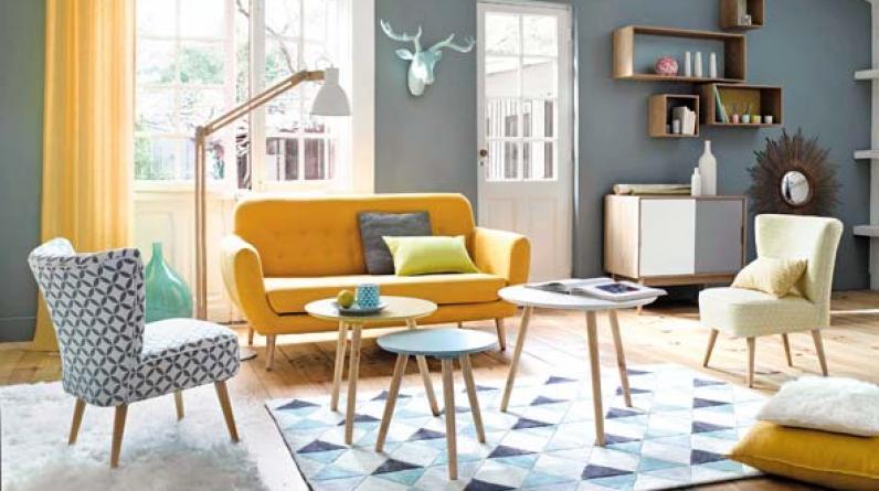 Si la sala de tu casa es pequeña, decórala con muebles de corte lineal y de respaldos bajo para que luzcan más ligeros. (Foto: Maisons du Mode)