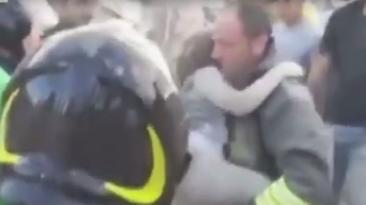 Italia: Dramático rescate de niña que estuvo 17 horas atrapada
