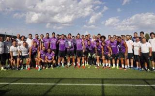Cristiano Ronaldo compartió trofeo con plantel del Real Madrid