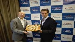 Domino's Pizza regresa al mercado tras un año de ausencia