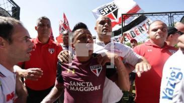 Cueva y el tenso momento que vivió con hinchas de Sao Paulo