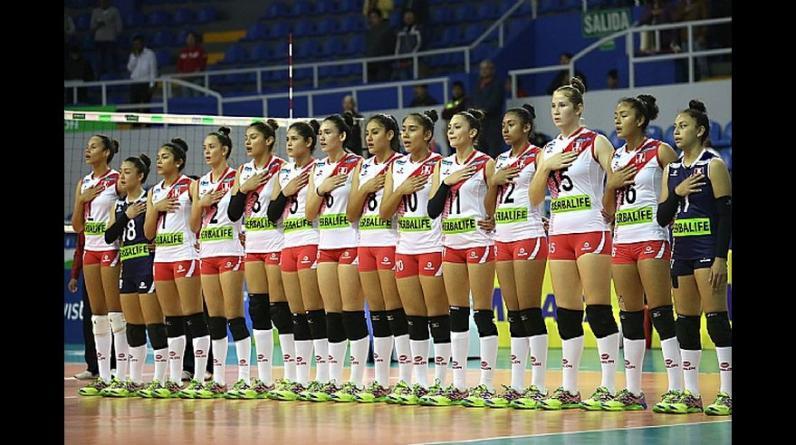 El plantel completo de la selección peruana de voleibol sub 18. (Foto: Itea Photo/Andrés Lino)