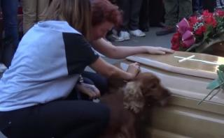 Italia: no solo deudos, mascotas también despiden a víctimas