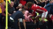 Marouane Fellaini evitó que mujer sea aplastada por aficionados