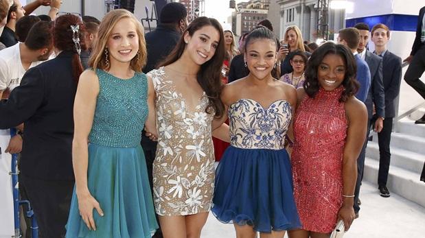 Madison Kocian, Aly Raisman, Laurie Hernandez and Simone Biles en los MTV VMA's. (Foto: Reuters)