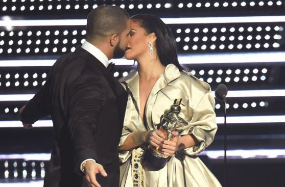 su amor en vivo a Rihanna