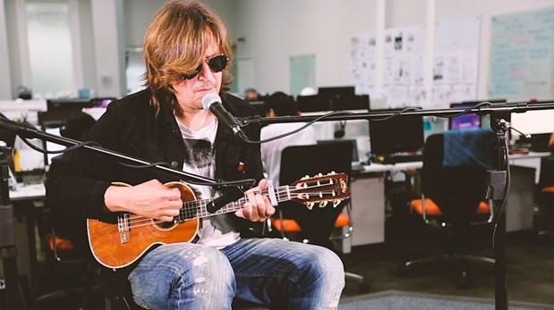 La sesión acústica de Nacho Vegas en El Comercio
