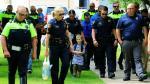 Acompañan en su primer día de clases a hijo de policía muerto - Noticias de escuela jackson