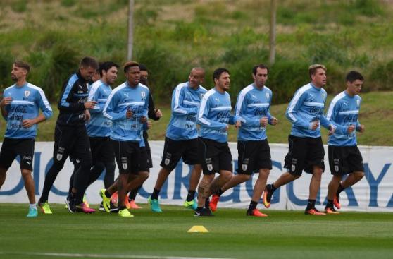 Tabárez presente en práctica: Uruguay entrenó sin Luis Suárez
