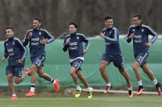 A la espera de Messi: Argentina entrenó pensando en Uruguay