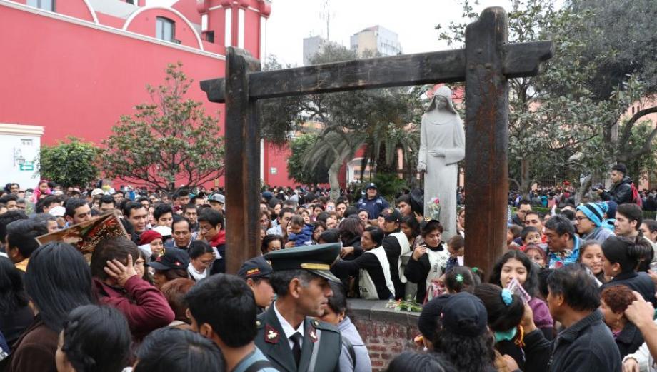 Santa Rosa de Lima: miles de fieles visitan el convento