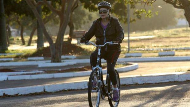 Dilma Rousseff disfruta de manejar bicicleta. (Foto: La Nación, GDA)