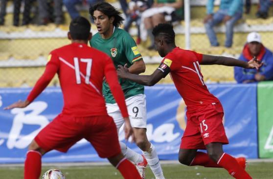Dos peruanos en el once de los peores jugadores de la fecha 7