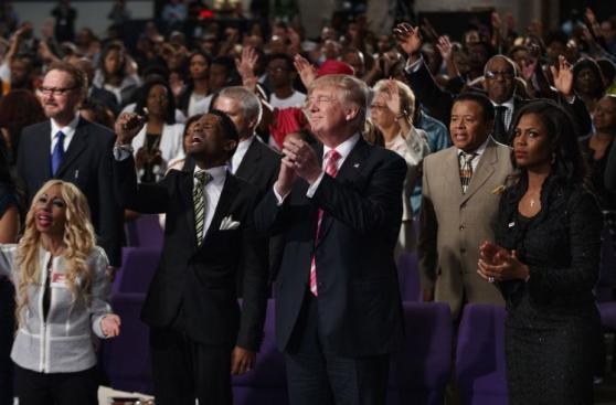 Trump visita Detroit en busca del voto afroamericano [FOTOS]
