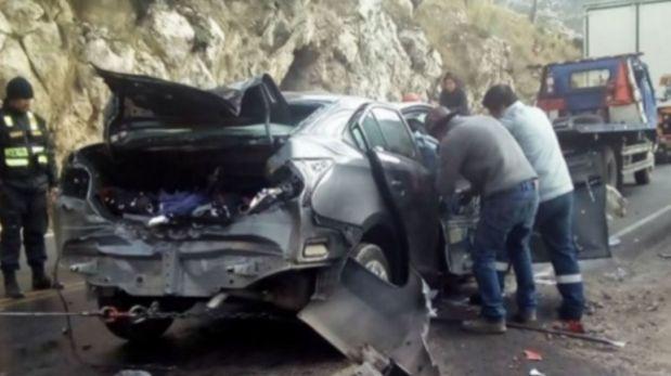 Cinco miembros de familia murieron tras choque de auto y camión