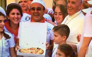 Francisco invitó a 1500 pobres a comer pizza tras canonización