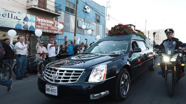 Bellas Artes ampliará horario del homenaje a Juan Gabriel por gran afluencia