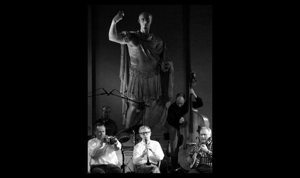 Allen y la Eddy Davis New Orleans Jazz Band en la municipalidad de Roma, tras el estreno de su película