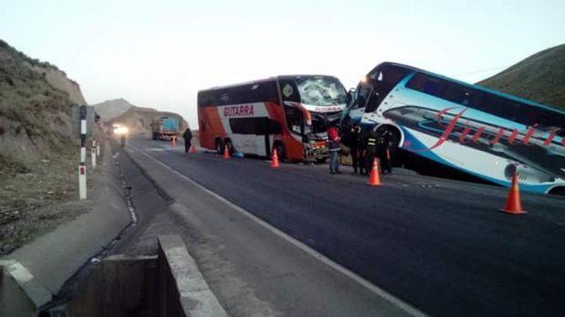 Carretera Central: choque de buses deja 2 muertos y 10 heridos