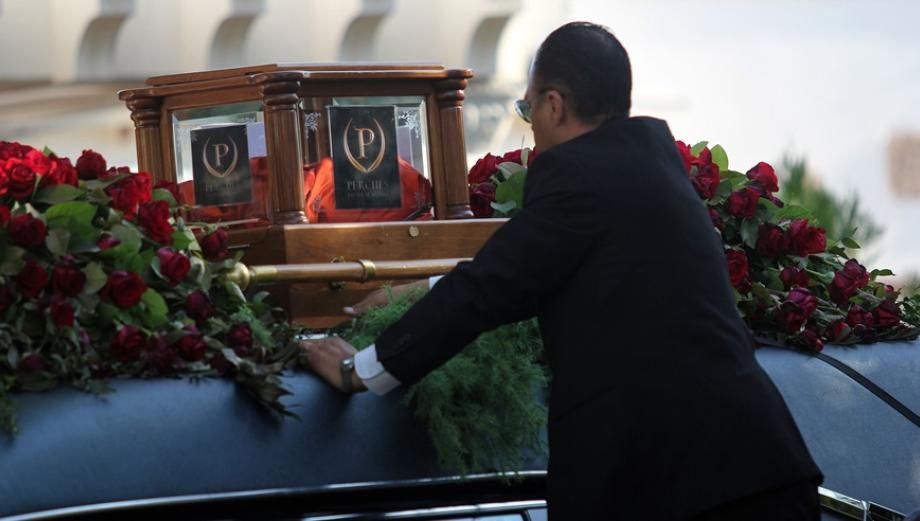 Mexicanos despiden a Juan Gabriel al son de baladas y rancheras