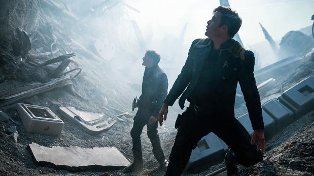 Anton Yelchin, y Chris Pine en escena de