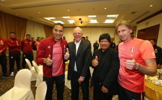 Kuczynski visitó a la selección antes del partido con Ecuador