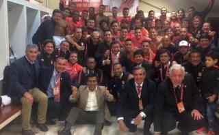Selección celebró triunfo en el vestuario con esta fotografía