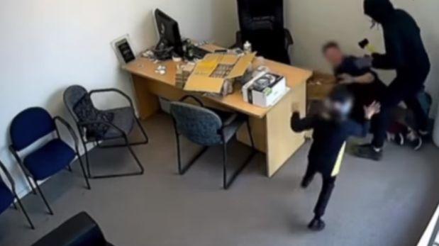 Niña enfrentó a ladrones del negocio de su familia [VIDEO]