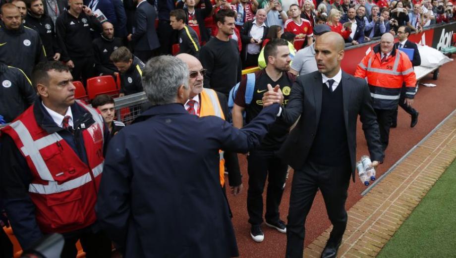 Pep Guardiola y Mourinho: así fue su reencuentro en el derbi