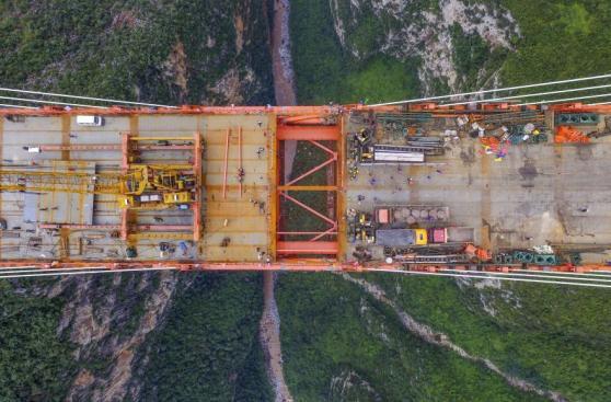 China termina la construcción del puente más alto del mundo