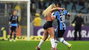 Partido del Brasileirao termina y modelo invade campo de juego