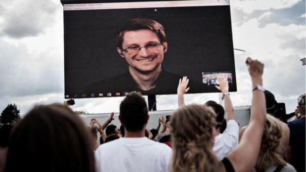 Quienes apoyan a Snowden argumentan que no debería ser penalizado por haber revelado