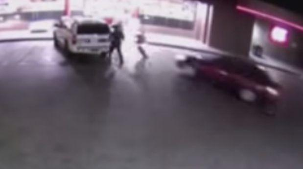 Delincuente atropelló a 3 policías, pero uno logró arrestarlo