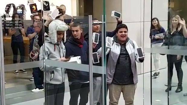 Resultado de imagen para Australianos acamparon durante dos días para ser los primeros en tener el iPhone 7 Plus