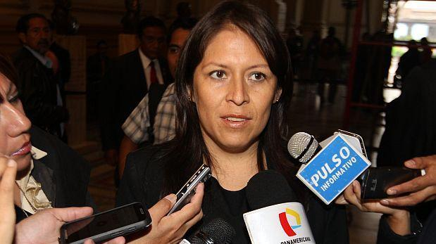 Congresista Yeni Vilcatoma renunció a Fuerza Popular