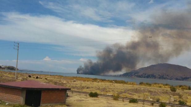 Puno: incendio consume totorales del lago Titicaca