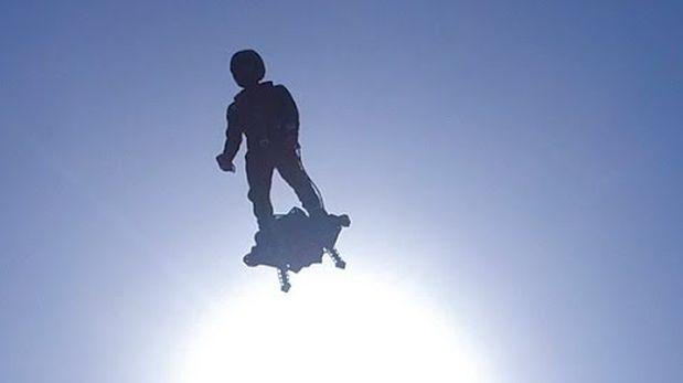 Francés batió récord volando al mismo estilo de Marty McFly
