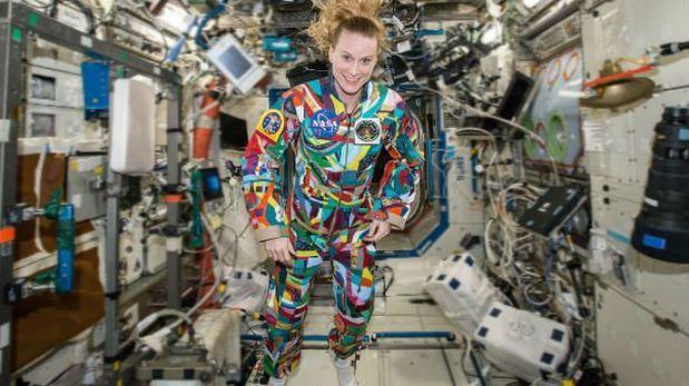 NASA: astronauta lució traje pintado por niños con cáncer