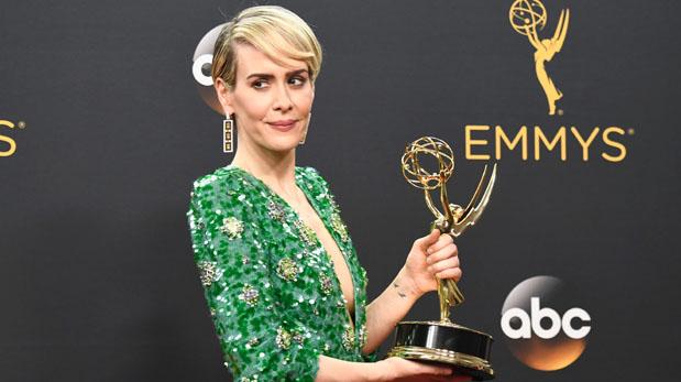 Sarah Paulson con su premio Emmy. (Foto: AFP)