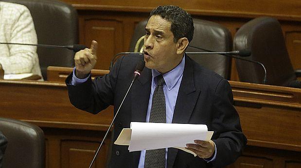 Guevara dice que Barnechea no puede dirigir Acción Popular