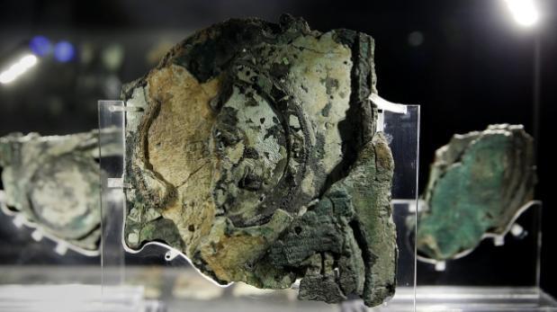Hallan restos humanos en barco con mecanismo de Anticitera
