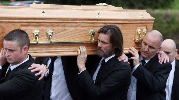 Jim Carrey durante el funeral de Cathriona White. (Foto: AP)