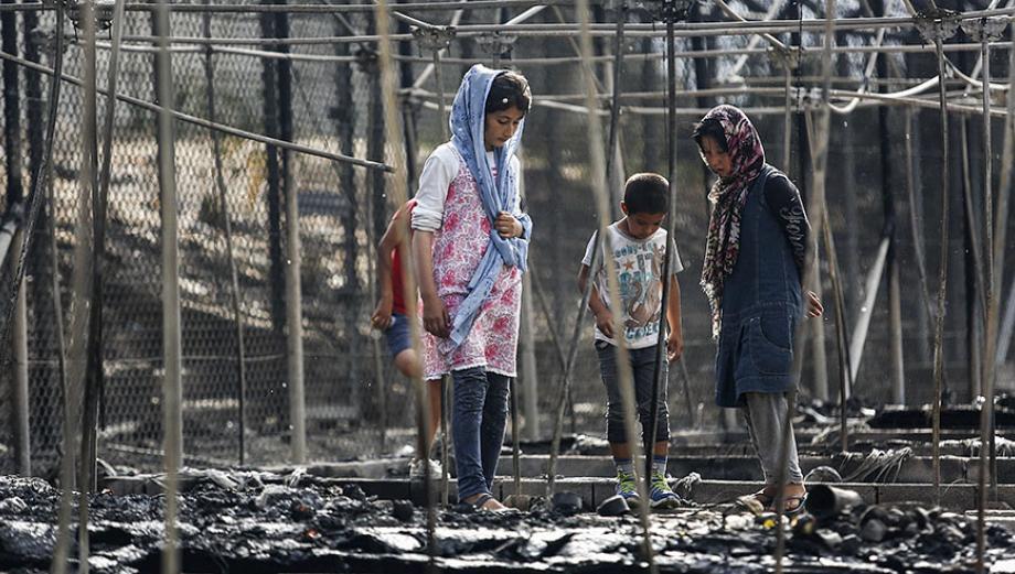 Lesbos: Miles evacúan campamento de refugiados tras incendio
