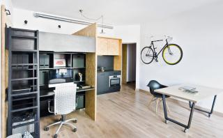 Esta vivienda de 37m2 se convierte en oficina gracias a mueble
