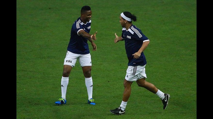 Ronaldinho cumplió un año como ex jugador  mira a qué se dedicó ... 2febe3dc06ad0
