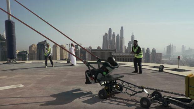 Sin miedo, se lanzó en catapulta desde rascacielo... y falló