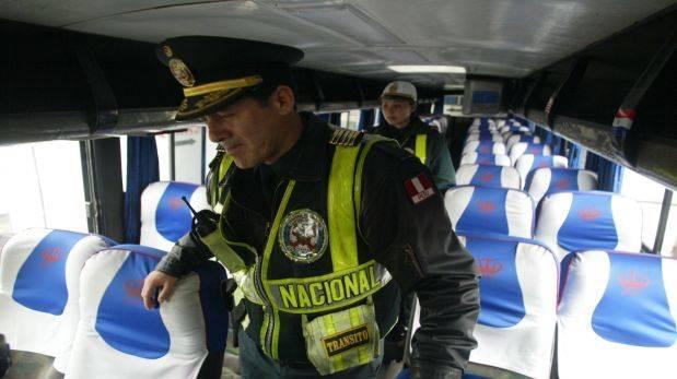 Puno: delincuentes asaltan bus y violan a dos pasajeras